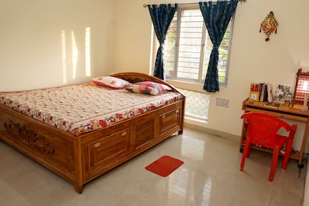 Spacious apartment with parking - Kolkata