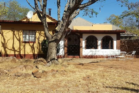 "Quaint ""Oldie"" in a quiet suburb - Burnside, Bulawayo, ZW - Srub"