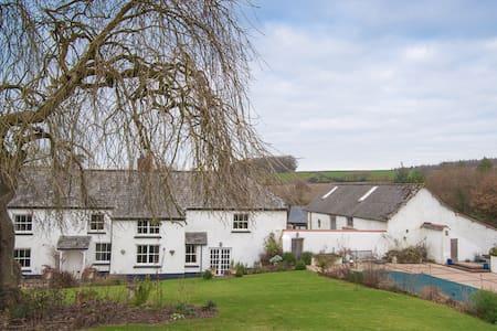 Lake Farmhouse - 2 bedrooms - Sheepwash - Bed & Breakfast