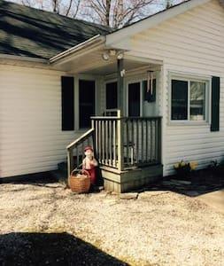 Grandma's Cottage - Sombra - Cabin
