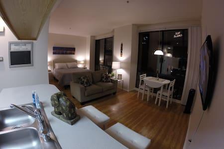 Stylish Gaslamp Home - Free Parking - San Diego - Apartment