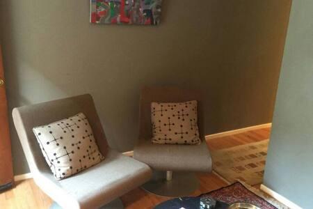 Spacious private bedroom - Hillsboro - Casa