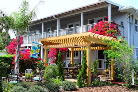 The House on Crawford Ocean Peek - New Smyrna Beach - Hus
