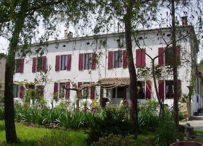 Maison située près de la bastide de Monségur - Guesthouse