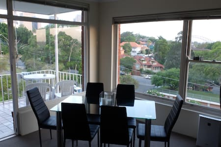 City view - 2 minutes from train! - Waverton - Apartment