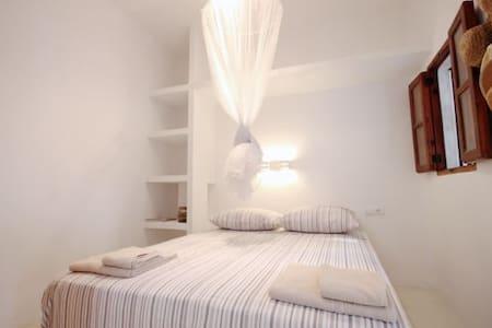 ENCANTADOR BUNGALOW EN CALA SAHONA - Appartement