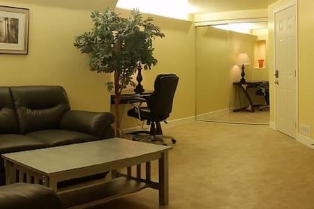 "Fifth Avenue Suites ""Beautiful  Dundonald"" - Apartment"