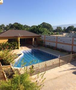Sunny 2BD apartment with pool - Arrondissement de Mirebalais