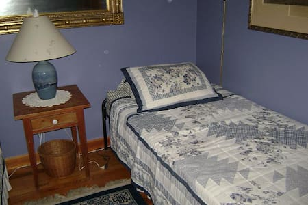 Blue Room at Blue Horizon Bed and Breakfast - Claryville - Bed & Breakfast