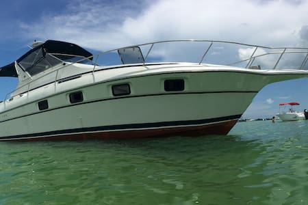 36ft Cruisers Yachts Liveaboard - St Petersburg - Boot