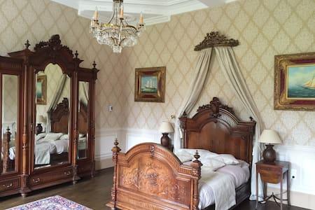Romantic getaway! - Castle