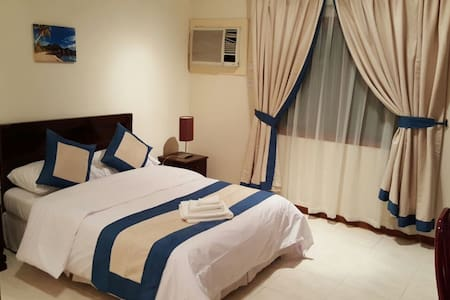 Calm place: spacious 1-bhk in shared apartment! - Doha - Apartment