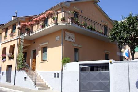 Il Fiore Della Vita B&B (€ 55 Camera Matrimoniale) - Lejlighed