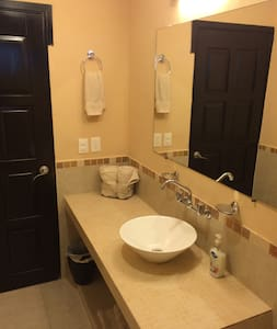 BASIC ROOM WITH THE BEST PRICE IN HOTEL ZONE - Villa