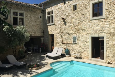 AMAZING BEDROOM IN TYPICAL PROVENCE - Saint-Laurent-des-Arbres - Inap sarapan