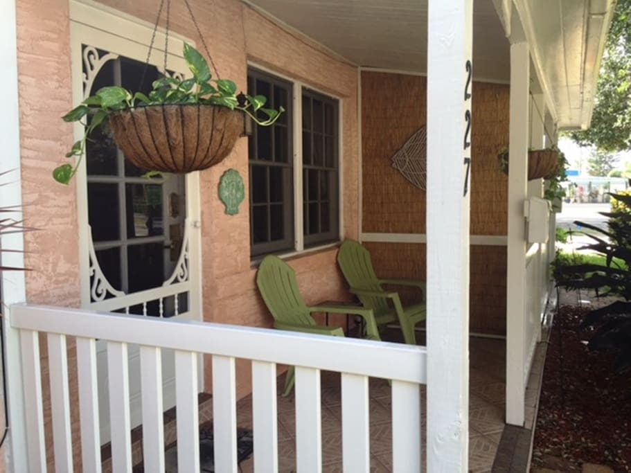 2 Bedroom Downtown Guest Cottage