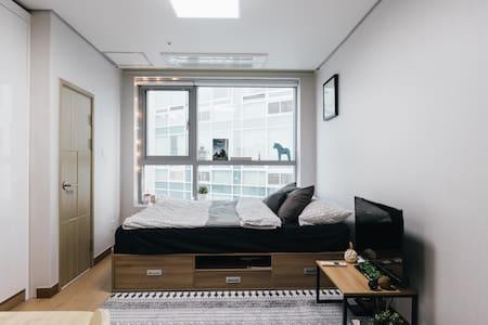 MyeongDong ♬Basecamp907♬Comfy LOFT - Apartment