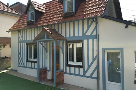 Maison familiale Trouville, terrain - Haus