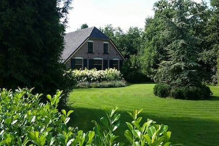 "Prachtige Veluwse woonboerderij ""Villa Hoge Veluwe - Vila"