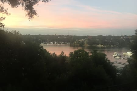 Large 2 bedroom waterfront property - Hunters Hill - Apartment