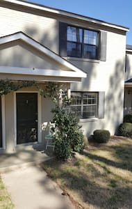 Charming Townhome 2 mi from Masters - Wohnung