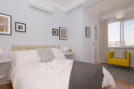 Apartamento Bordalo Pinheiro-Top Floor & Elevator - Apartamento