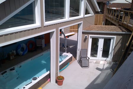 Hydro Pool with 2 Bedroom Apartment - Kitchener - Wohnung