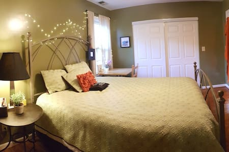Midtown Cozy Retreat (Virginia Highlands) Pets OK - Flat