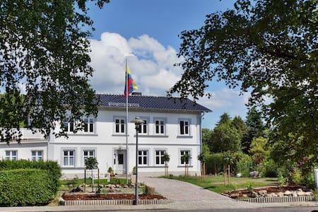 Haus Buddenbrock/Rügen - Apartment II für 4 Pers. - Wiek - Apartamento