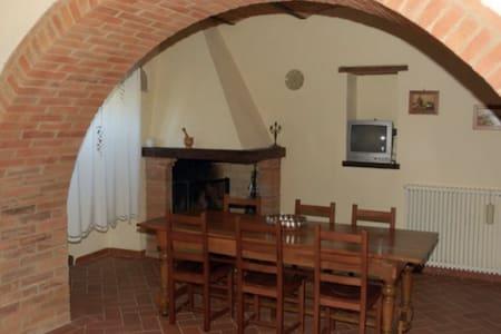 Ancient Tuscan villa in stunning Crete Senesi! - Apartment