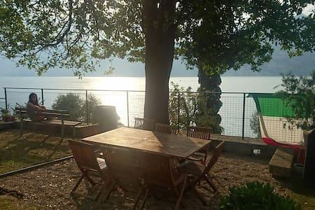 Family House directly to the Lake (Casa Tonini) - Inap sarapan