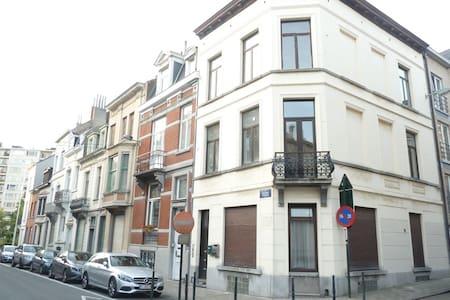 Sunny 1 bedroom flat in EU Quarter! - Bruxelles