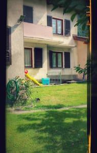 Appartamento con giardino ideale per famiglie - Hus
