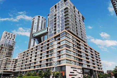 Stunning 3 Bedroom City Place Condo in The Six - Toronto - Appartement