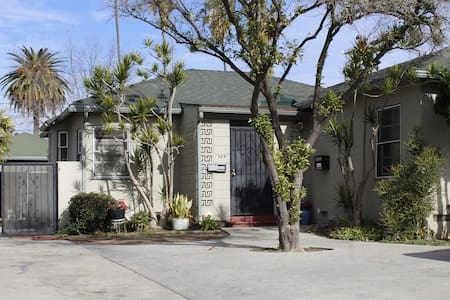 8-5 bed dorm in cottage - Los Angeles - Bed & Breakfast