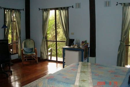 Dreamcatchers Villa Garden 1 - Bed & Breakfast