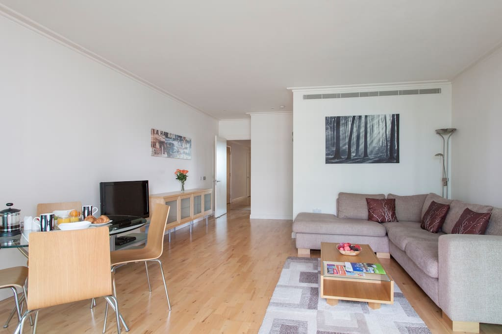 Dockland 2 Bed Apartment- II
