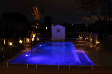 Gorgeous sunny ensuite room with pool & sauna! - Auckland - Dom