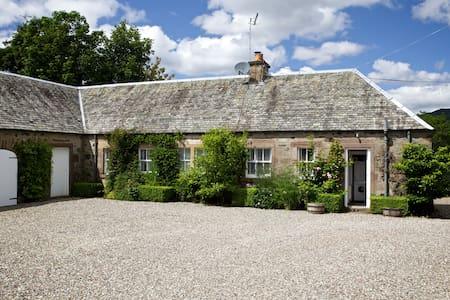 Tomnagaske Cottage - Casa