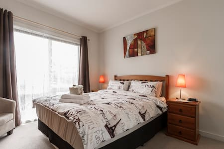 Private Bedroom with Ensuite - Oak Park