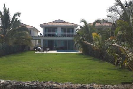 Casa de Playa donde el cielo se une con el mar. - Ház
