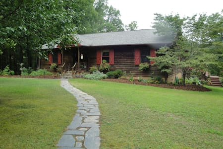 Spacious Country Home 2 King Suites, Hot Tub, Pond - Meherrin - Casa