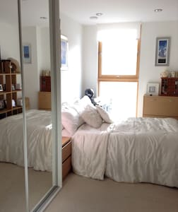 Double room Canary Wharf, fast wifi - Apartment