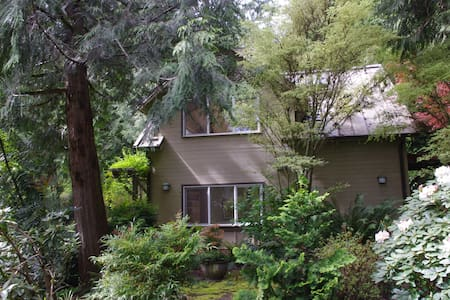 Secluded Hideaway in the Forest - Bainbridge Island - Maison