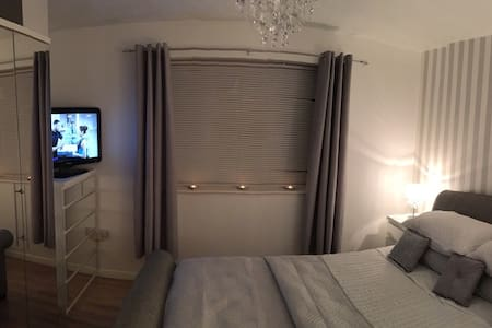 Cosy Stylish Bedroom near Glos Rd - Casa