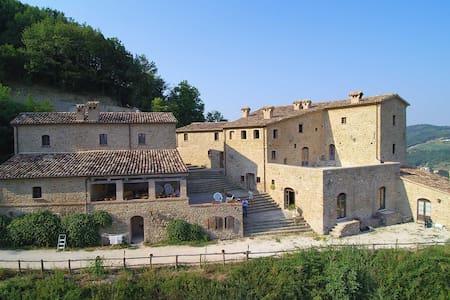Golden Suite Room - Borgo Cisterna - Macerata Feltria - Castello