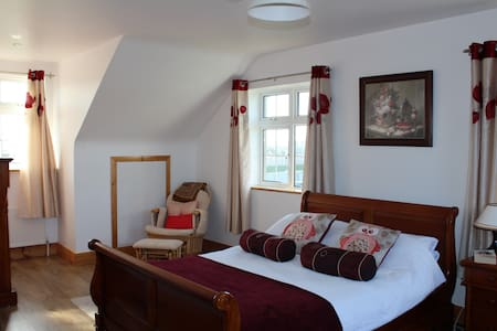 Luxury B & B Accommodation in Tralee (Host Family) - Kerry