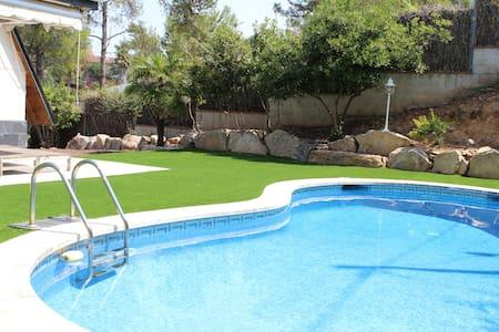Beautiful villa, close to Barcelona - Corbera de Llobregat - Villa