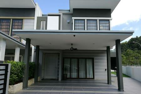 Homestay @ Cahaya SPK, Section U9, Shah Alam - Shah Alam - Maison