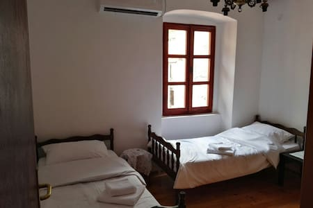 Room in the center with AC for two - 아파트